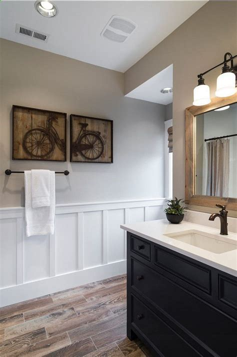 bathrooms with wainscoting photos 17 best ideas about wainscoting bathroom on pinterest