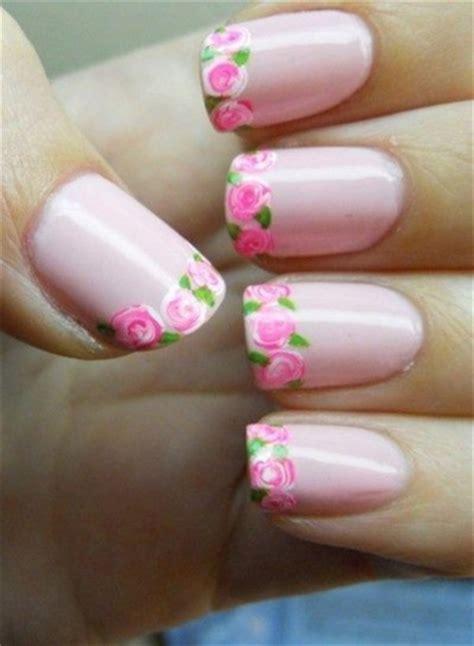 fiori unghie unghie gel con classica colorata e con decorazioni