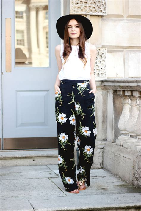 black and white pattern pants outfit summer trends in the style of the fashion bloggers women
