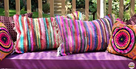 cucire cuscino come fare un cuscino con un tappeto senza cucire tutorial