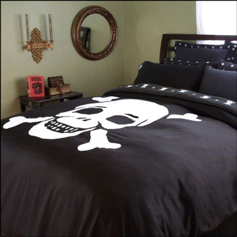 skull bed sets queen skull crossbones bedding the awesomer