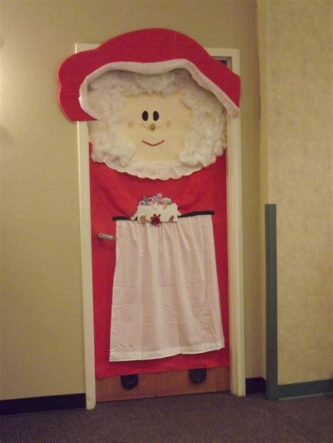 diy santa claus classroom door mrs claus door bulletin boards and door decorations