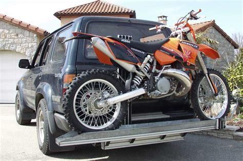 porte moto sur attelage voiture bande transporteuse