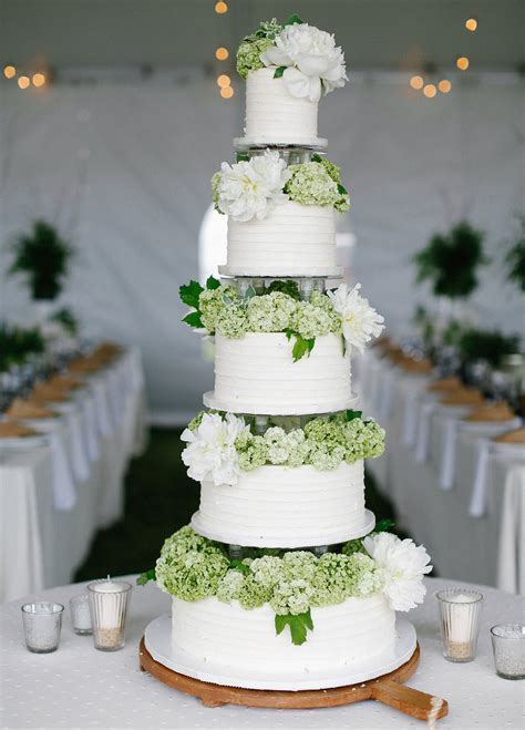 Wedding Cakes: 20 Ways to Decorate with Fresh Flowers