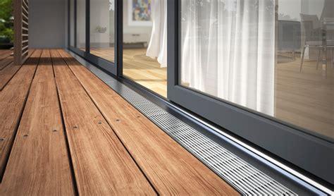 terrasse rinne barrierefreiheit entw 228 sserungsrinnen f 252 r t 252 r und