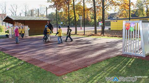 pavimenti in gomma per bambini pavimenti per esterni in gomma parco giochi