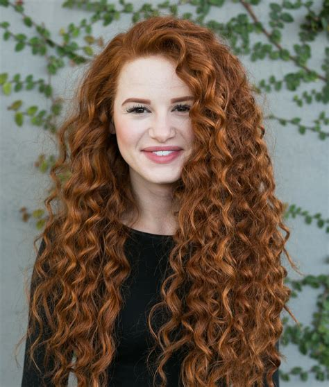 Hairstyle Books Curly by Riverdale S Madelaine Petsch Rocks Curly Hair For New