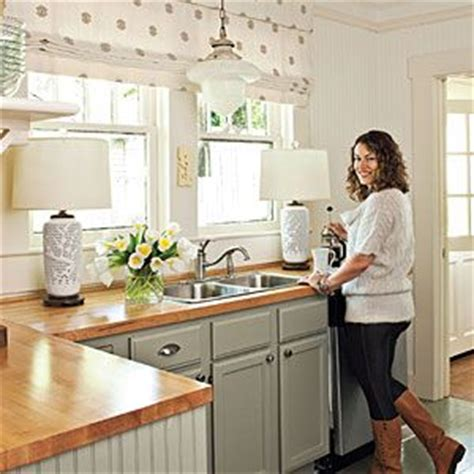 best 25 small cottage kitchen ideas on cozy kitchen cottage kitchen peninsulas and