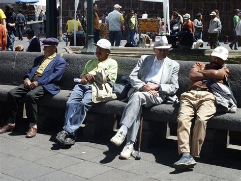 Sur Les Bancs Publics by Sur Les Bancs Publics De La Plaza Independenza Quito Photo