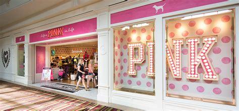 Shoo Vs pink in dulles va dulles town center