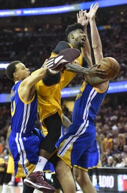 Curry Slapped With 4th Lawsuit by 2015 Nba Finals Iman Shumpert Injury Is Merely A Bruise