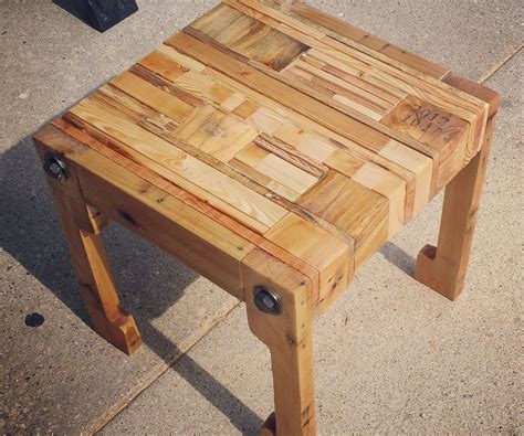 woodworking creations pallet wood table seat and upcycled pillow 4
