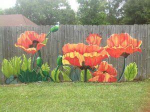 mural pagar  menghiasi pekarangan rumah