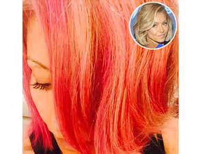 hair color ripa uses kelly ripa dyes her hair pink reveals i might go red next