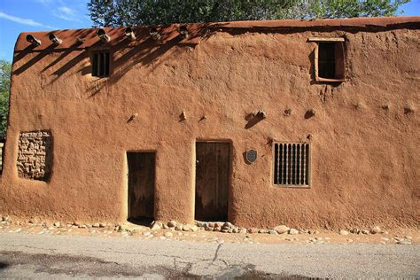 what is an adobe house how do you use clay