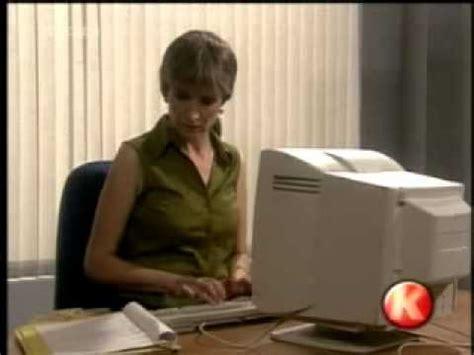 follando oficina secretaria no se acostumbra a usar la computadora