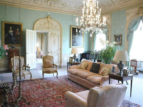 downton living room what downton tell us about damask wallpaper totalwallcovering