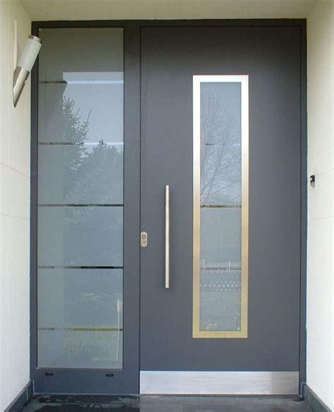 imagenes puertas minimalistas foto puerta de herreria y cristal esmerilado de doteka
