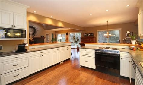 choosing kitchen cabinet hardware help choosing kitchen cabinet pulls knobs