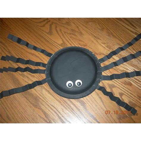 Paper Plate Spider Craft - five preschool spider craft ideas