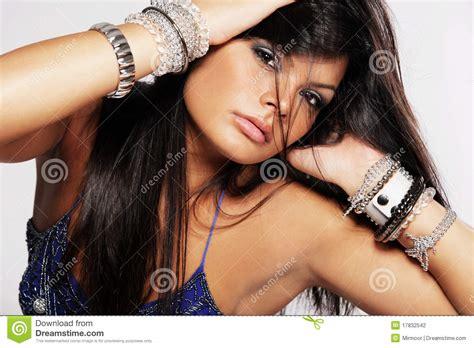 mujer con el pelo negro largo sano lujuriante foto de mujer con el pelo negro largo