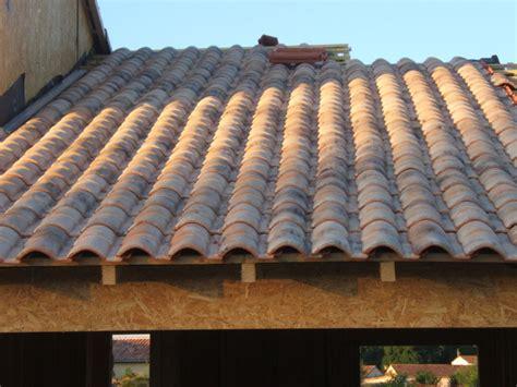 tuiles tbf roumazieres tuile romane vieilli rev tements modernes du toit black