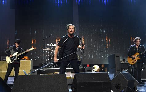 Pearl Jam 2018 Pearl Jam Announce Uk And Europe 2018 Tour Nme
