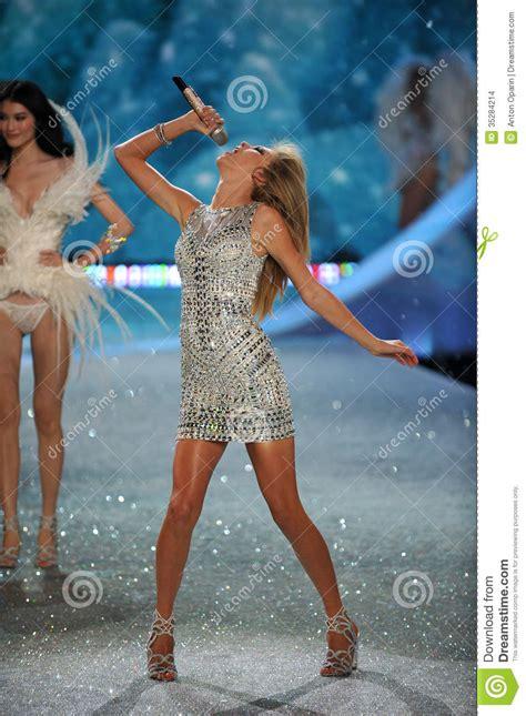 vs fashion show song list 2013 new york ny november 13 singer taylor swift performs