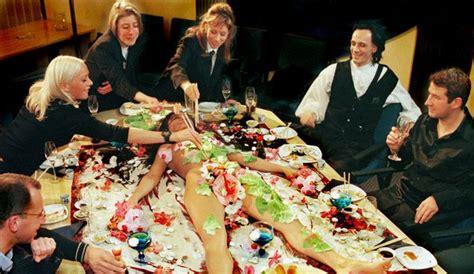 nu cuisine manger des sushis sur une femme nue 231 a vous tente l
