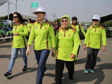 I Am Happy 2 Wanita Tim 1 500 anggota dharma wanita ikuti gerak jalan