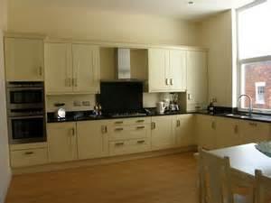 Cream And Black Kitchen Ideas lovely black and cream kitchens 3 p9180045 jpg kzines