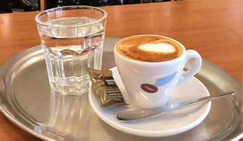 k che kaffee und warum wird zum kaffee wasser serviert beans machines