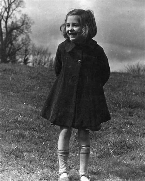 file colony for artists under six evacuees to dartington hall totnes devon england 1941