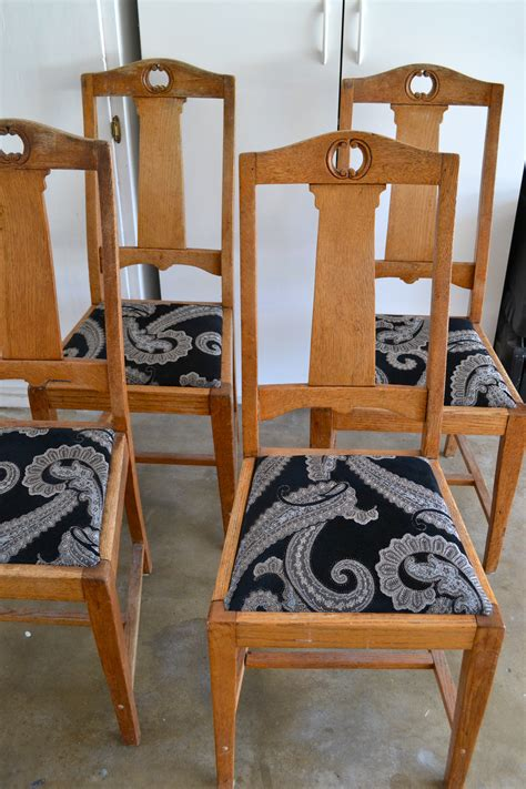 Diy Dining Chair by Diy Reupholstered Dining Chairs Bits Of