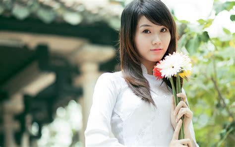 wallpaper girl vietnam vietnamese girl with flowers wallpapers and images