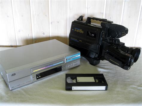 cassette videocamera file vhs recorder and cassette jpg wikimedia commons