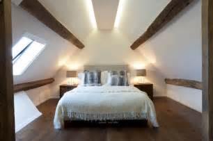 Houzz Small Bedroom Ideas - 11 consigli per illuminare un soffitto con travi di legno a vista