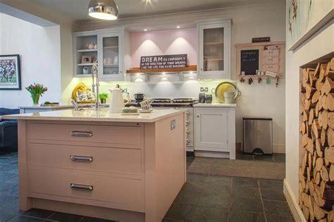 cuisine pal駮 cuisine couleur pale divers besoins de cuisine