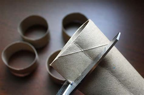 Make Paper Napkin Rings - diy napkin rings from a paper towel