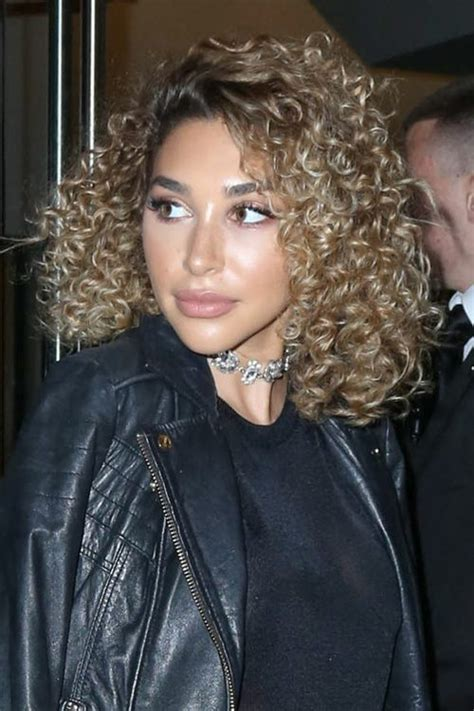 chantel jeffries hair chantel jeffries curly light brown dark roots hairstyle