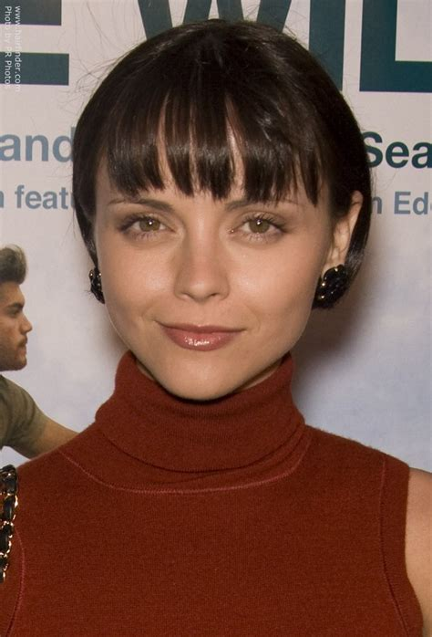 how to cut hair around ears women christina ricci sporting an ear lob length bob hair cut