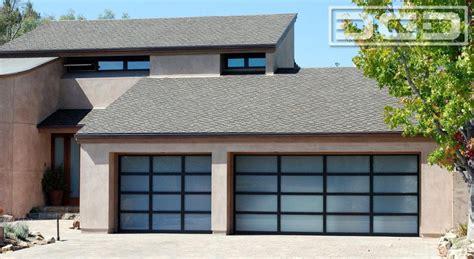 finding custom garage doors contractor how to tips