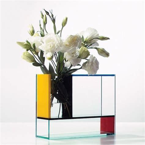 La Verne Vas Bunga Biru 30 desain vas bunga unik untuk hiasan bunga di ruangan anda