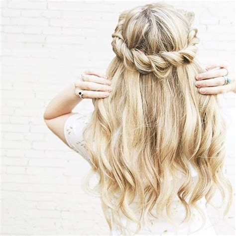 homecoming hairstyles all down 1000 ideas about prom hairstyles down on pinterest hair