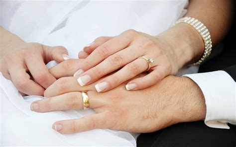 Wedding Rings On by And Groom And Wedding Rings Wallpapers13