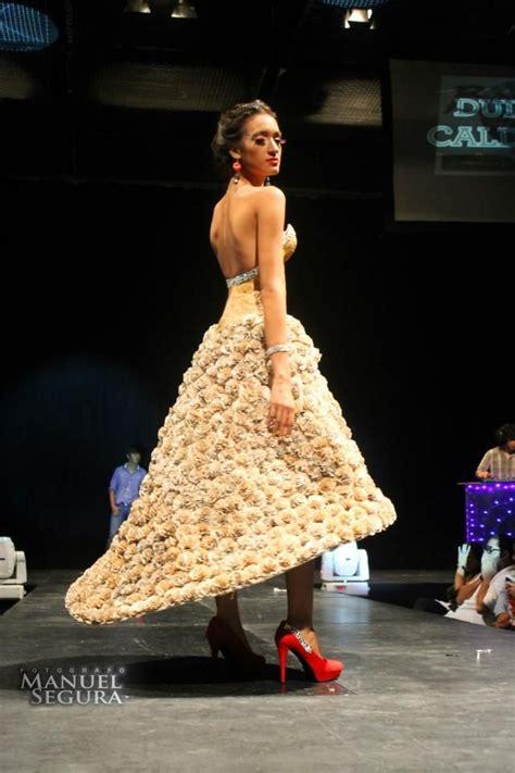 traje xe reciclado vestido de papel reciclado y pintado con caf 233 por yotam