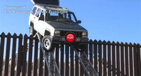 Jeep Wallpaper Border Smugglers From Mexico Learn That The Jeep Is