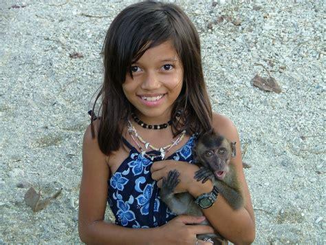 young filipina girls visayan filipina girl with monkey a cute filipina girl