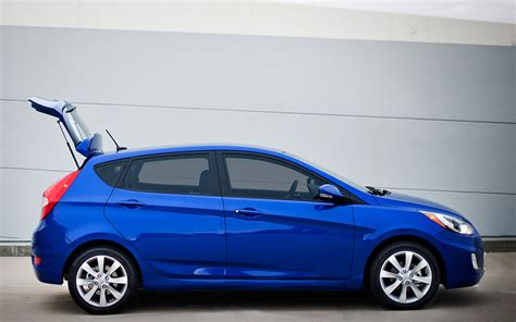 hatchback hyundai accent 2013 hyundai elantra gt hatch priced at 19 170 2013