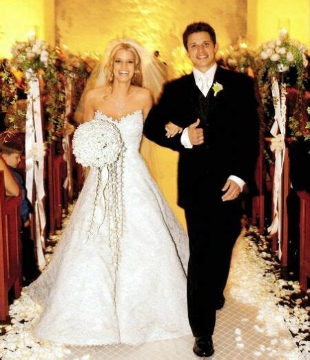 Our Thoughts: Jessica Simpson?s Wedding Dress   lovesthat